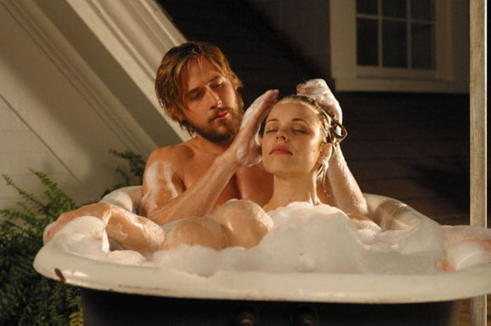 £££-RYAN-GOSLING-stars-as-Noah-Calhoun-and-RACHEL-MCADAMS-as-Allie-Hamilton-in-the-Nick-Cassavetes-directed-romantic-drama-The-Notebook-786306