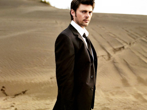 karl urban suit