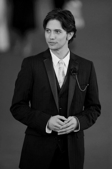 jackson rathbone suit1